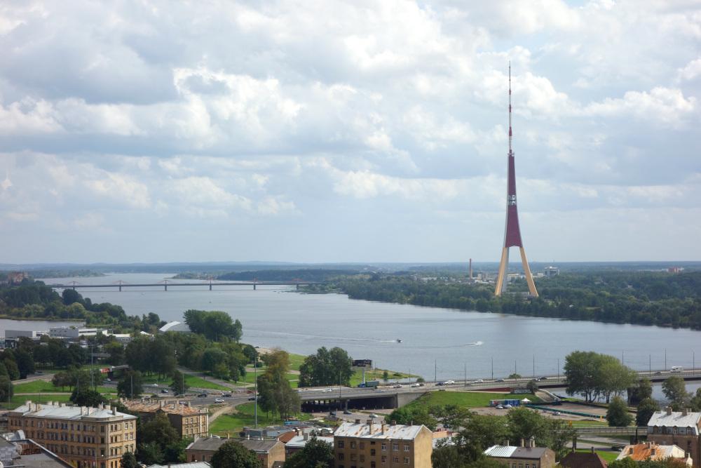 Řeka Daugava a televizní věž